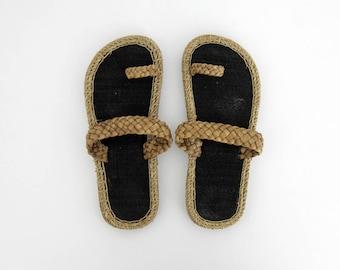 Vintage Sandals // Boho Hippie Straw Flip Flops // Summer Slide On Beach Sandal