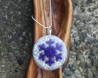 Snowflake Necklace, Snowflake Pendant, Resin Necklace, Glitter Resin Necklace, Snowflake Jewellery, Winter Fashion, Glitter Pendant