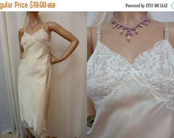 Christmas in July Wonder Maid Creamy White Slip or Night Gown, Petal Pink Accents, Silky Smooth, Scallop Lace Hem, Union Label, Bust 32