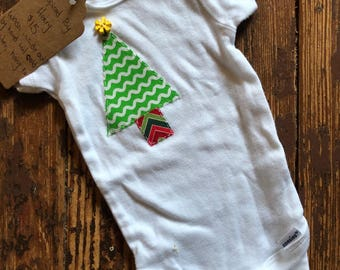 3-6 month short sleeve onesie, Christmas tree with button star