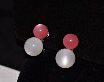 Vintage 1960s pink and white beads screw back earrings