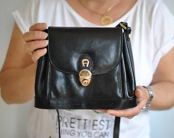 Vintage AIGNER MESSENGER LEATHER bag .........(175)
