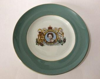"""8 3/4"""" Queen Elizabeth II Silver Jubilee 1952-1977 England Souvenir Plate"""
