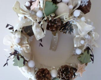 off white Christmas wreath, wool felted snowflakes: Noel Cauterets