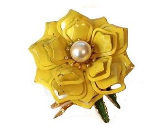 Vintage Mod Lemon Yellow Flower Brooch 50s Floral Daisy Pin Mid Century Enamel 60s Mad Men Fashion Pearl Broach Bridal Jewelry Wedding Gift