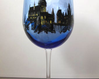 Harry Potter Wine Glass, Hogwarts, Quidditch, hand painted