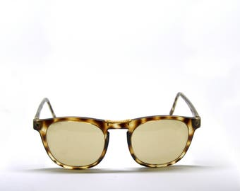 LOOKERS acetate and metal detail New Vintage sunglasses