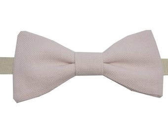 Soft pink bow with straight edges