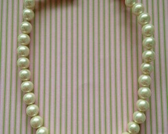 pearly white resin beads 10mm 6pcs
