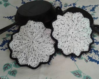 Crocheted Scalloped Potholders