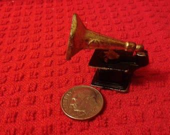 Miniature phonograph