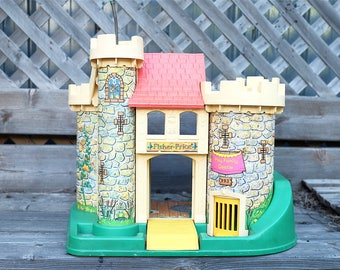 Vintage Fisher Price castle little people #993 1974 - Play Family castle - Retro castle toy - Knights and princesses castle
