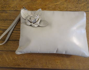 BEAUTIFUL Vintage Cream Leather/Silk Interior 'Ruth Saltz' Handbag With Rose Detail - GORGEOUS!!