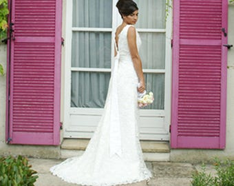 Low back wedding dress/ Lace wedding dress/ with open back/ 1930s wedding dress/ V back/ with train/ bow/ Robe de mariée vintage dentelle