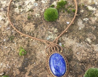 Simple macrame necklace lapis lazuli with a bronze setting - color beige