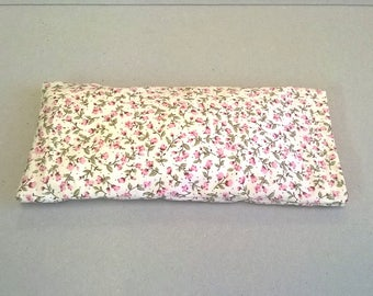 Lavender eye pillow in cream with pink flowers, for yoga or relaxation, yoga eye pillow, lavender eye mask