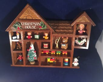 Vintage Christmas House Shadowbox Wood Decorative Wall Hanging Holiday