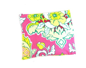 """Water bottle with cherry pits 20 x 20 """"yellow background flowers rose"""""""