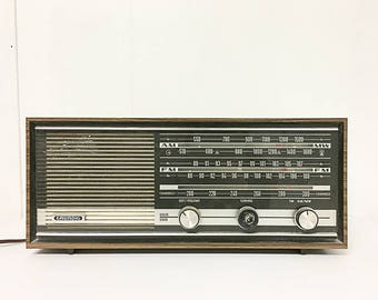Grundig Vintage AM/FM Radio Model RF80U Solid State