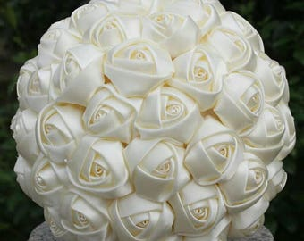 Offwhite and white satin roses