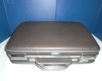 American Tourist Briefcase. Vintage Briefcase. Briefcase. Attache case. Luggage. Travel. American tourister