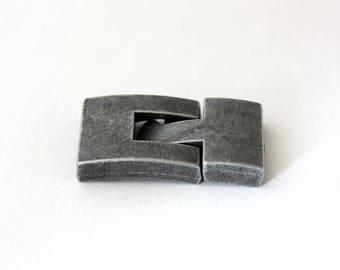Hook clasp to stick matte gunmetal 32 x 17 mm