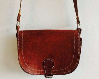 Vintage zadeltas| vintage leren tas| leather messengerbag| leather saddle bag | 70s leather bag| adjustable strap| tuigleren tas