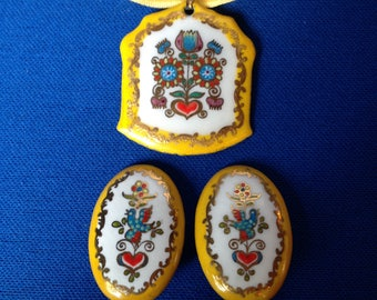 1950s Painted Floral Motif Metal Pendant and Clip On Earrings Jewellery Set