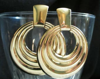 Gold tone door knocker earrings, dangle earrings, hoop earrings, gold earrings, gold pierced earrings, gold dangle earrings, hoop dangle