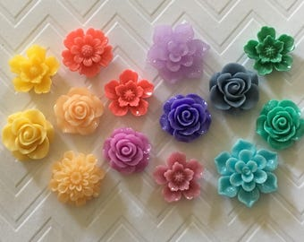 Set of 14 flower magnets or thumbtacks in 7 colors!
