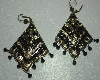 BLACK GOLD DANGLE EARRINGS