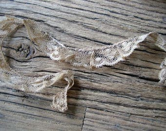 15 inches Antique Lace Beautiful Aging  3/4 inch wide (Ref:  A-3097/2 Box 1)