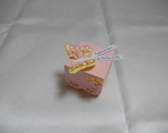 box dragees baptism butterflies and pink and yellow flower in 3 Dimensions.