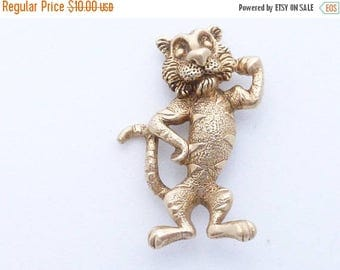 Half off Tony the Tiger brooch detailed gold tone dimensional figural AA516