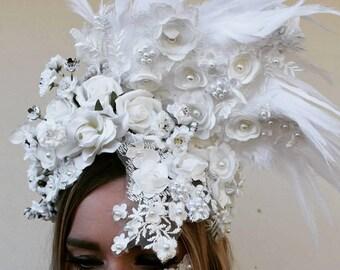 Reversible white lace crown