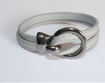 Pearl bracelet grey leather stitched with gun metal clasp