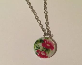 Floral necklace with pearly finish