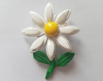 Vintage Daisy Pin - 1960/70's White and Yellow Flower Enamel Brooch - 3D Petals - Small Floral Pin
