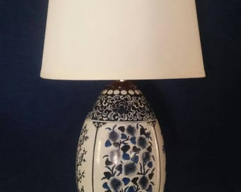 Vintage Blue And White Porcelain Table Lamp Chinoiserie Asian Chinese  Painted Floral Hollywood Regency