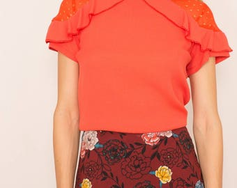 Blouse in chiffon, Ruffles on the shoulders and back details. Color of Red