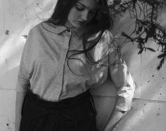 Light gray shirt, Jersey shirt, Kimono shirt, Hidden front buttons, Linen details, Three quarter sleeves, Boxy top, Loose top, Womens shirt