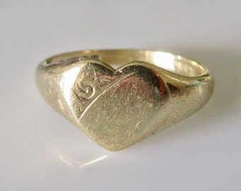 9ct Gold Heart Signet Ring Size