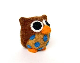 Decorative felted OWL. Brown Blue polka dots. By LaPoissonnerie.