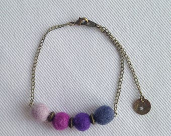 Boho chic bracelet ball of felted wool purple, violet and gold metal