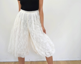 Vintage Lace Bloomers XS // 70s 80s high waisted bubble hem knee skirt look // pleated white wide culotte pants
