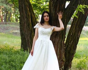 "Milky off Wedding dress ""Olivia"" / Tulle wedding dress / Floor length Lace wedding dress with V back cut"