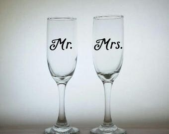 Personalized Wedding Glasses. Mr and Mrs Glasses, Couples Glasses, Couples Wedding Gift, Toasting Glasses, Wedding Anniversary Gift