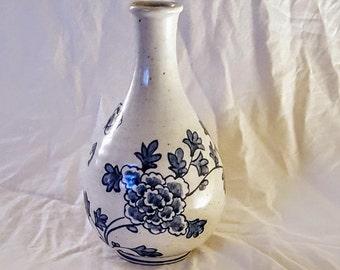 Chinese 19th-20th Century Blue & White Porcelain Chrysanthemum Porcelain Vase