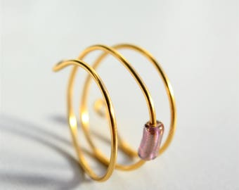 Minimalist ring in golden wire