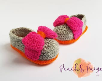 Crochet bow slippers. Mary Janes. photography prop. Toddler, 6-12 months.
